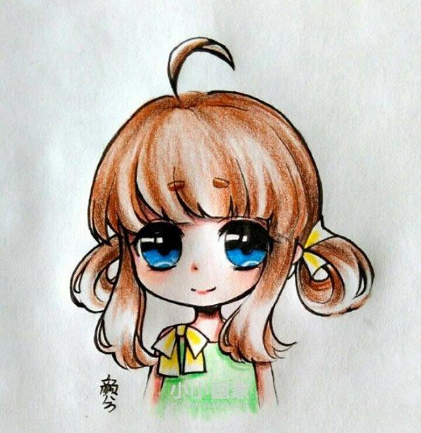 大眼睛卡通女生彩铅画作品图片- www.xiaoxiaohuajia.com